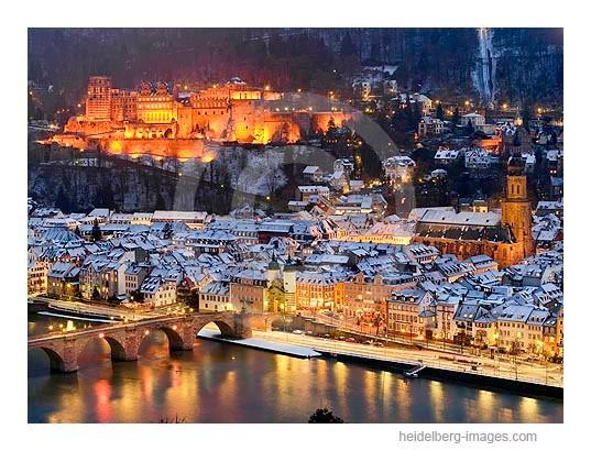 Archiv-Nr. hc2009243 / verschneite Altstadt bei Nacht
