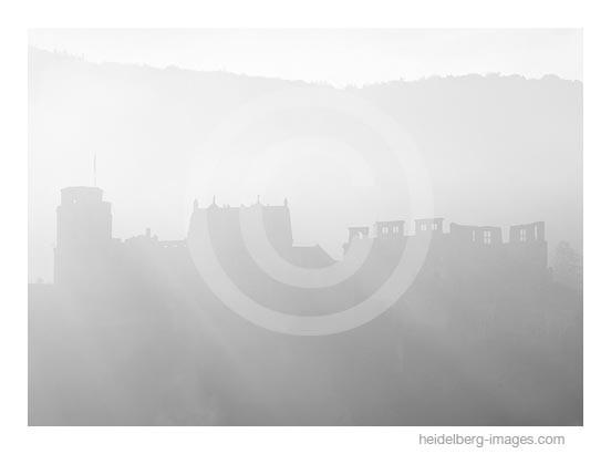 Archiv-Nr. h99134 | Schloss-Silhouette im Morgenlicht