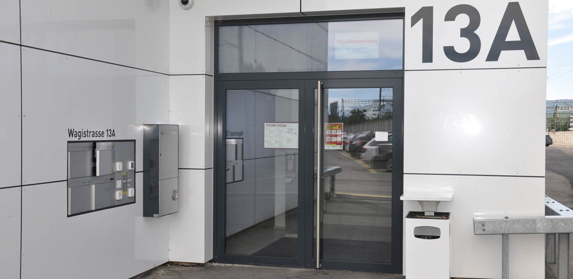Wagistr. 13A in Schlieren - Türen und Fenster