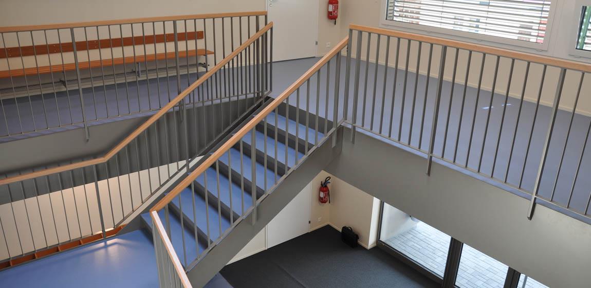Kindergarten in Giswil - Treppe und Geländer aus Stahl