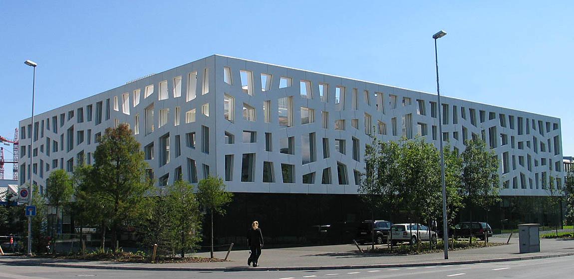 Cubino Roche Rotkreuz - Fenster aus Aluminium in strukturierter Fassade