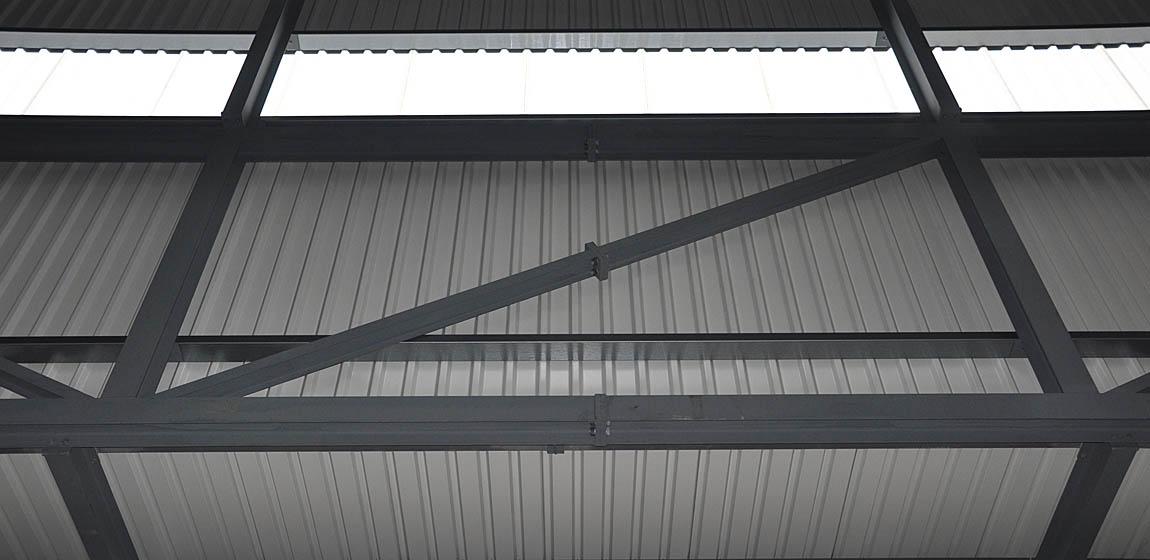 Industriehalle in Schlieren- Fassadenstahlbau und Verkleidung / Überdachung