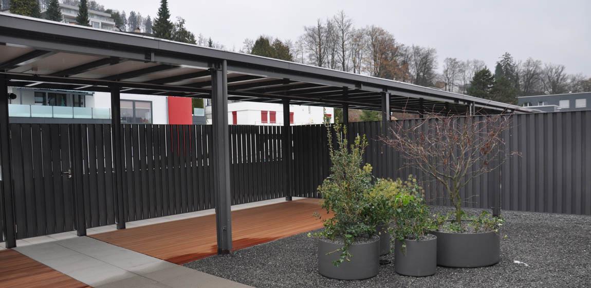 Privatobjekt in Kriens - Tore und Dach aus Metall