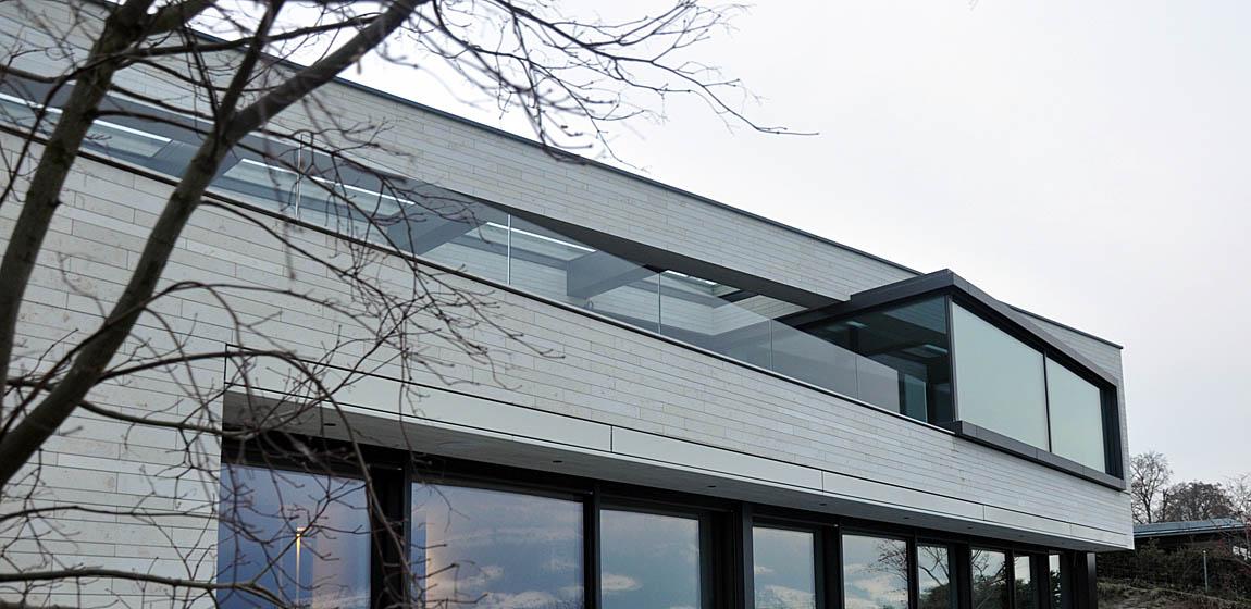 Privatobjekt in Meggen - Ganzglasgeländer und Terrassenüberdachung