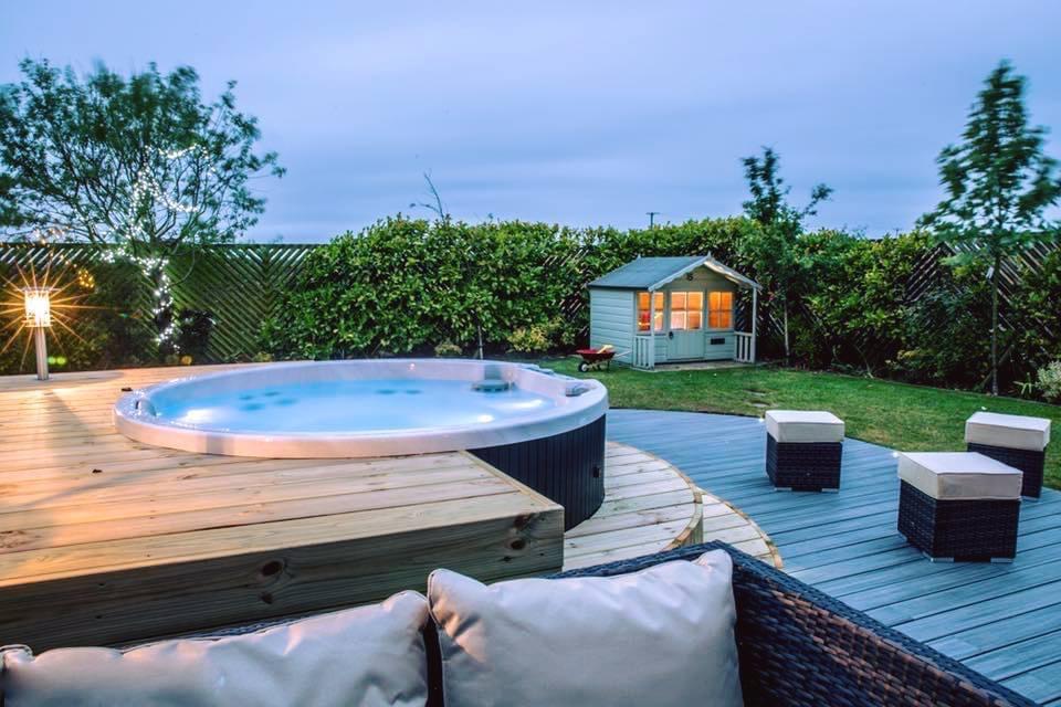 Garten Hot Tub