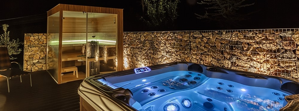 Outdoor Whirlpool Österreich mit Sauna