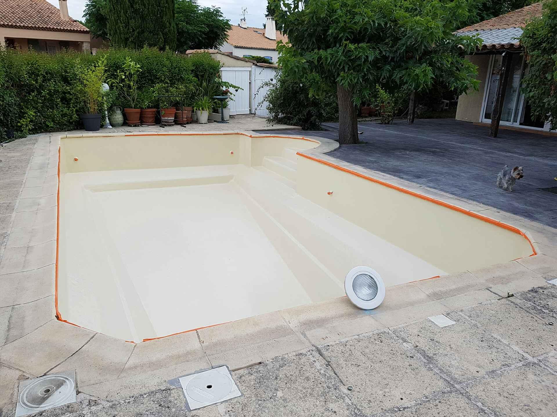 piscine couleur ivoire