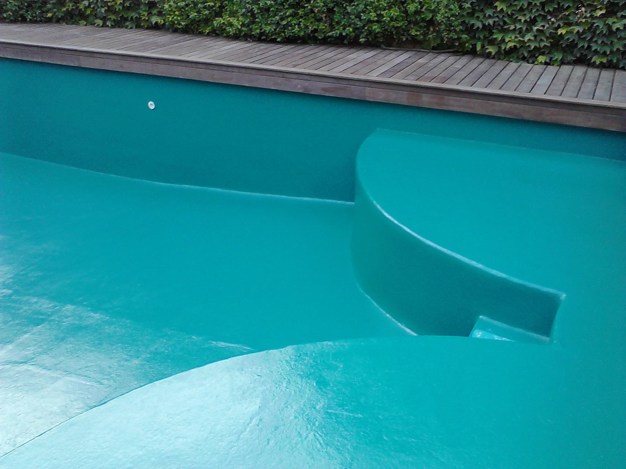 piscine polyester et Gelcoat bleu/vert sur commande