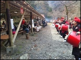 沖縄伝統芸能エイサーの披露