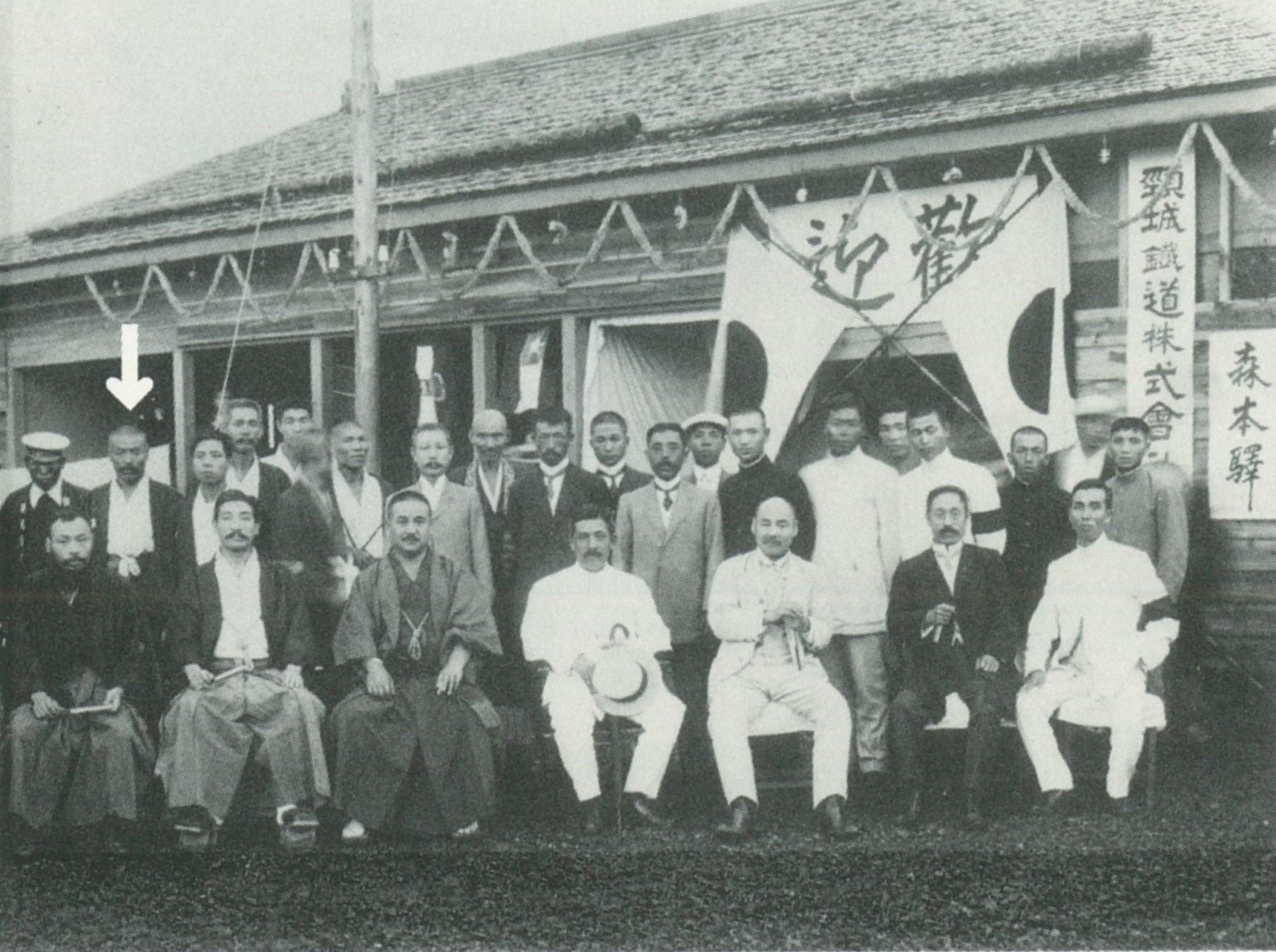 森本駅鉄道視察(大正3年)後列左から2番目が古田文治