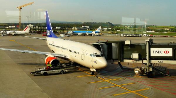 Eine Boeing 737 der SAS bringt uns von Zürich nach Stockholm.