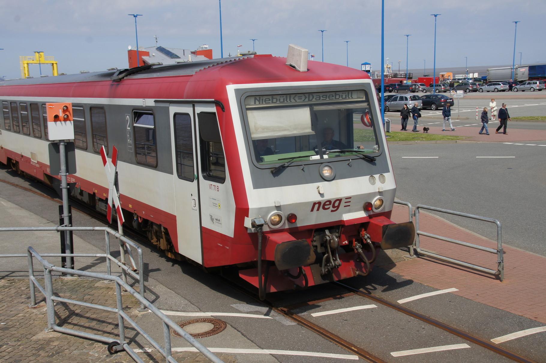 Ausfahrt aus dem Bahnhof Dagebüll-Mole.