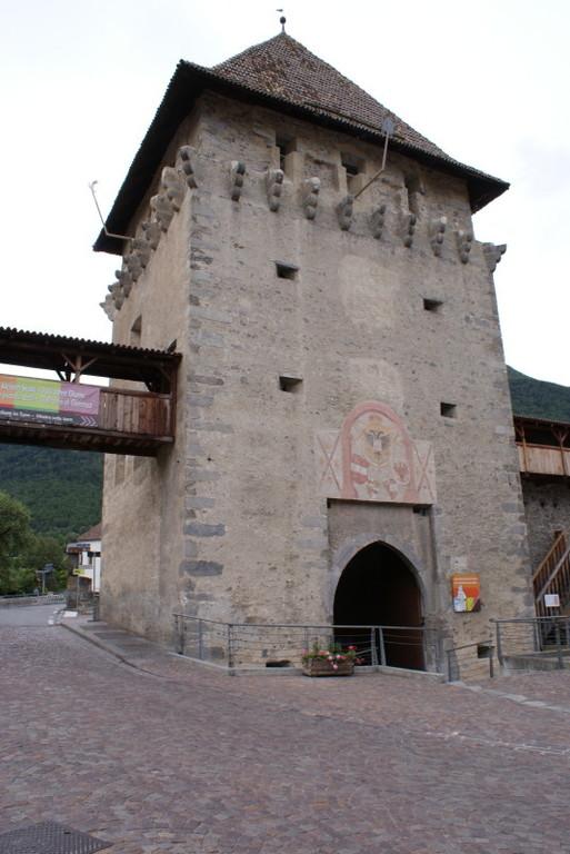 Glurns (Glorenza) Das Tauferer Tor im Westen der Stadt.