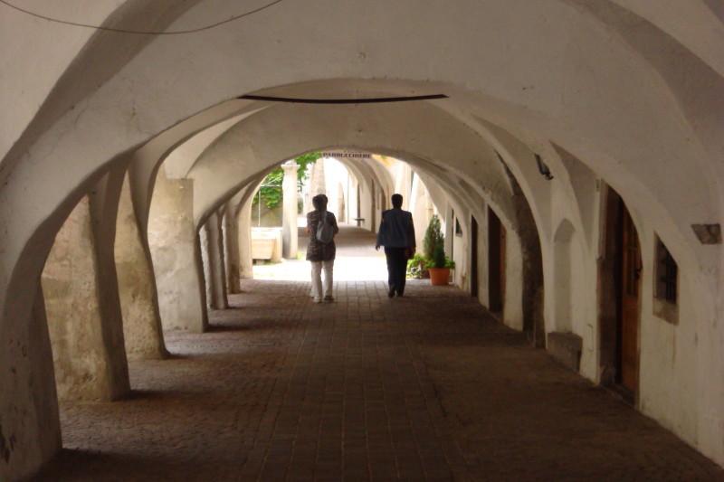 Unter den Arkaden (wir nennen das Lauben) von Neumarkt/Egna.