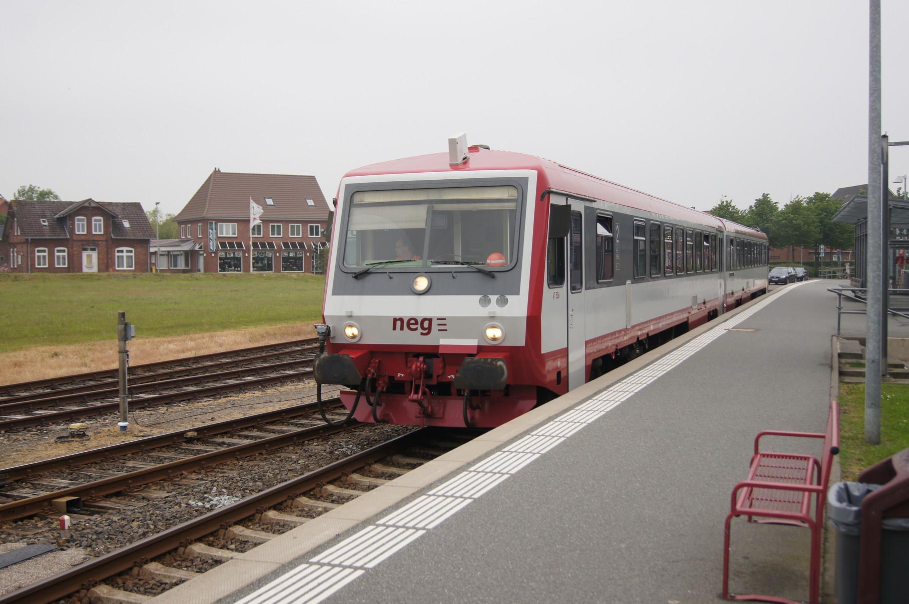 Ein Vt 71 der Norddeutschen Eisenbahngesellschaft im Bahnhof Niebüll.