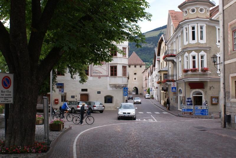Blick vom Tauferer Tor zum Stadttor.