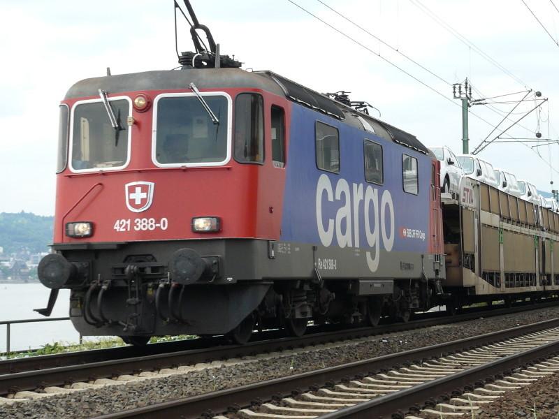 Schweizer Lok am deutschen Rhein