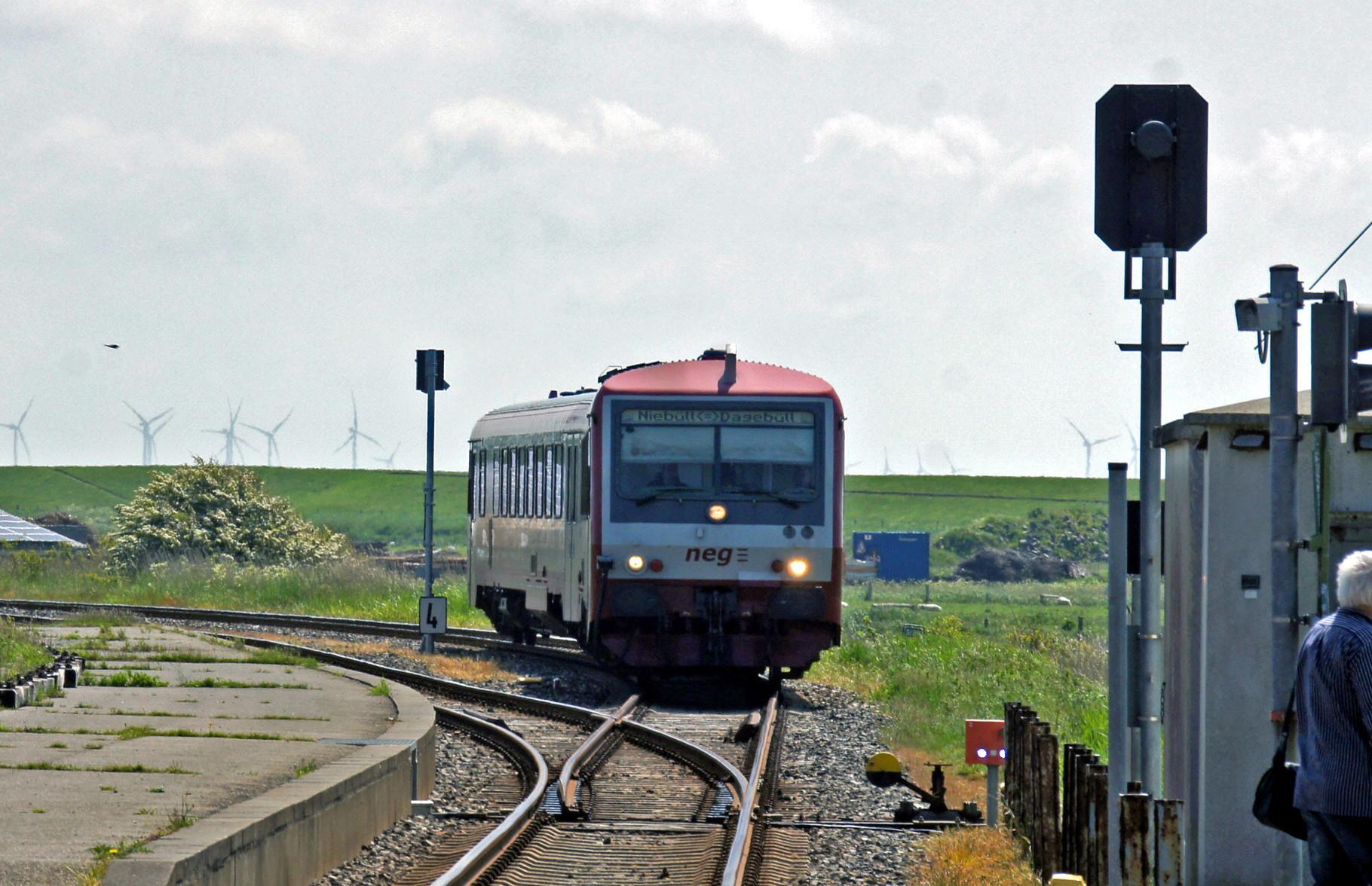 Der VT 506 erreicht Dagebüll.