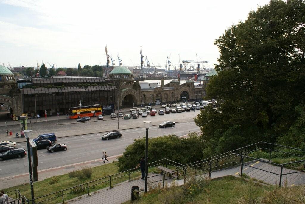 Der Blick von Unserem Hotel aus auf die Landungsbrücken.