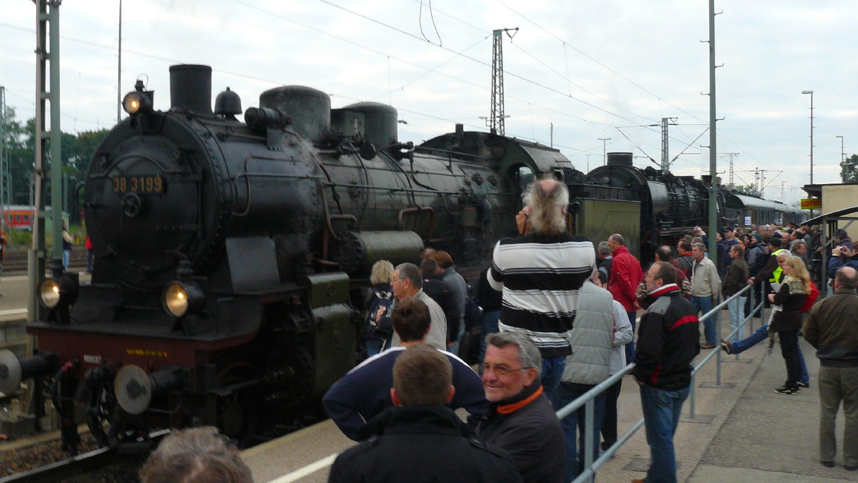 Grosses Interesse auf dem Bahnsteig von Crailsheim.
