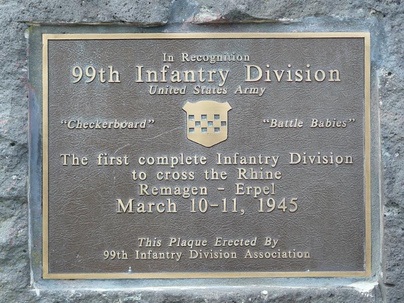 Gedenktafel an der Brücke von Remagen