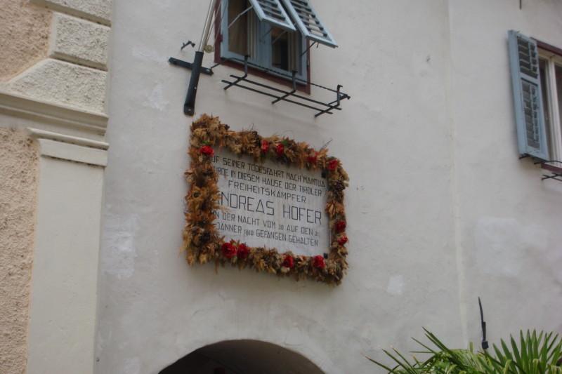 Andreas Hofer, der Tiroler Freiheitskämpfer wurde hier gefangen gehalten.