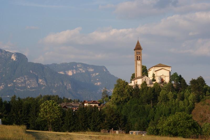 Die Kirche vom benachbarten Castello.