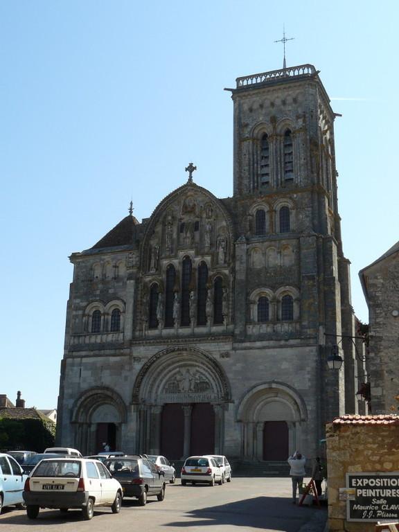 Die Basilika Sainte Madeleine von Vézelay; Frontansicht