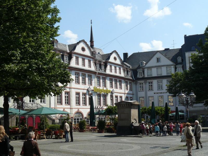 Koblenz; auf dem Rathausplatz 3