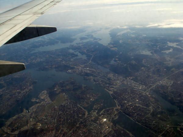 Nach 21/2 Stunden unter uns Stockholm.