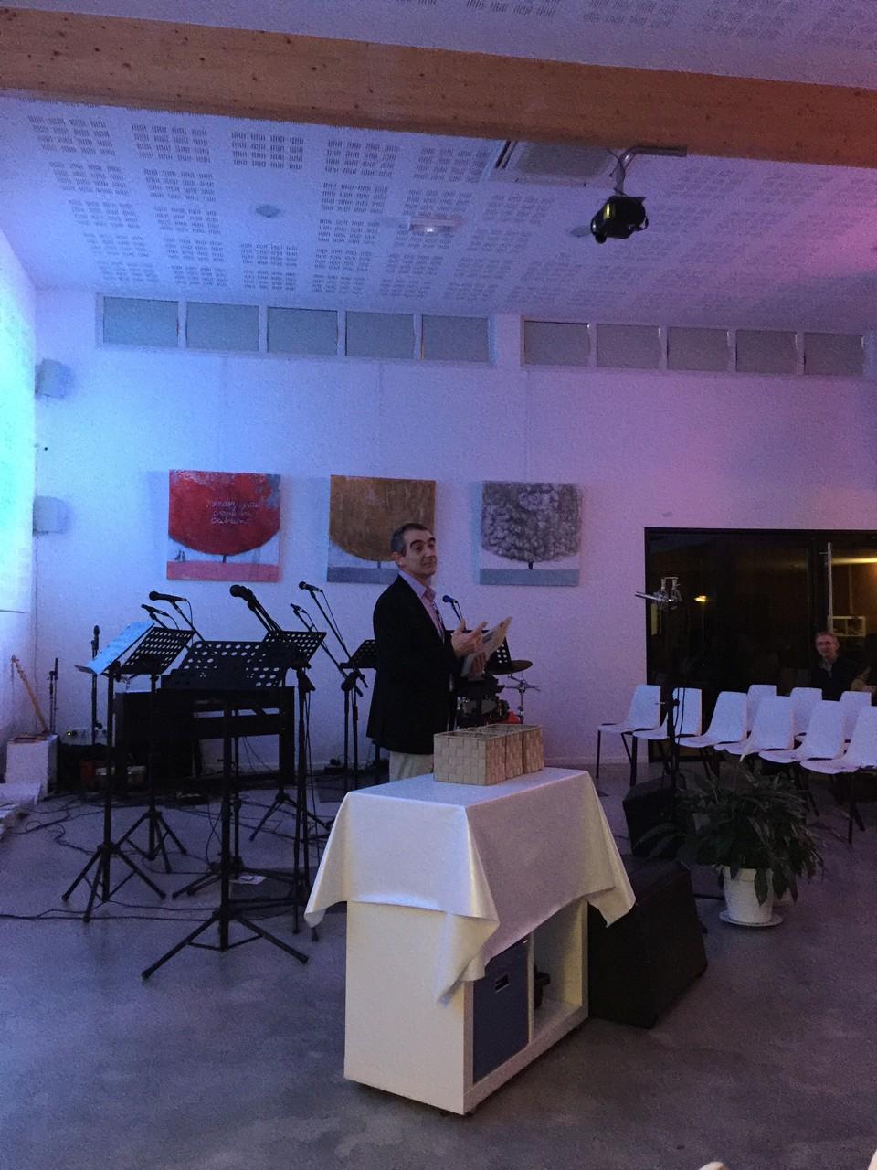 Christian Delaroque présentant l'association de la Réconciliation
