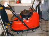 厨房機器の床下 フード内を高圧スチームで清掃