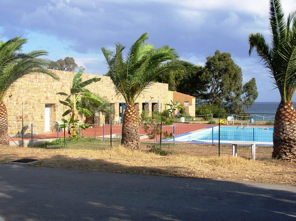 CP Costa Ponente mit Pool u. Palmen