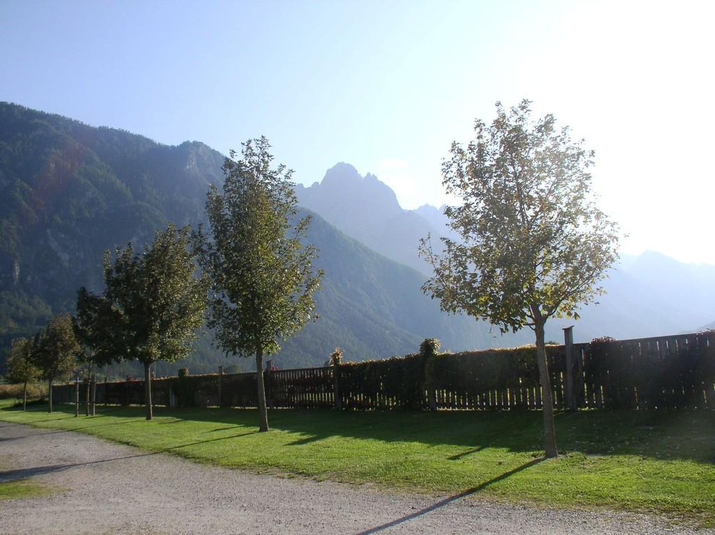 CP Falken mit Blick auf die Dolomiten