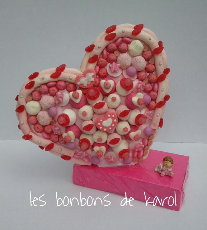 COEUR BAPTEME 65 € (1105 gr et 187 bonbons + plaques de guimauve + 2 coeurs guimauve - 40x35 cm)