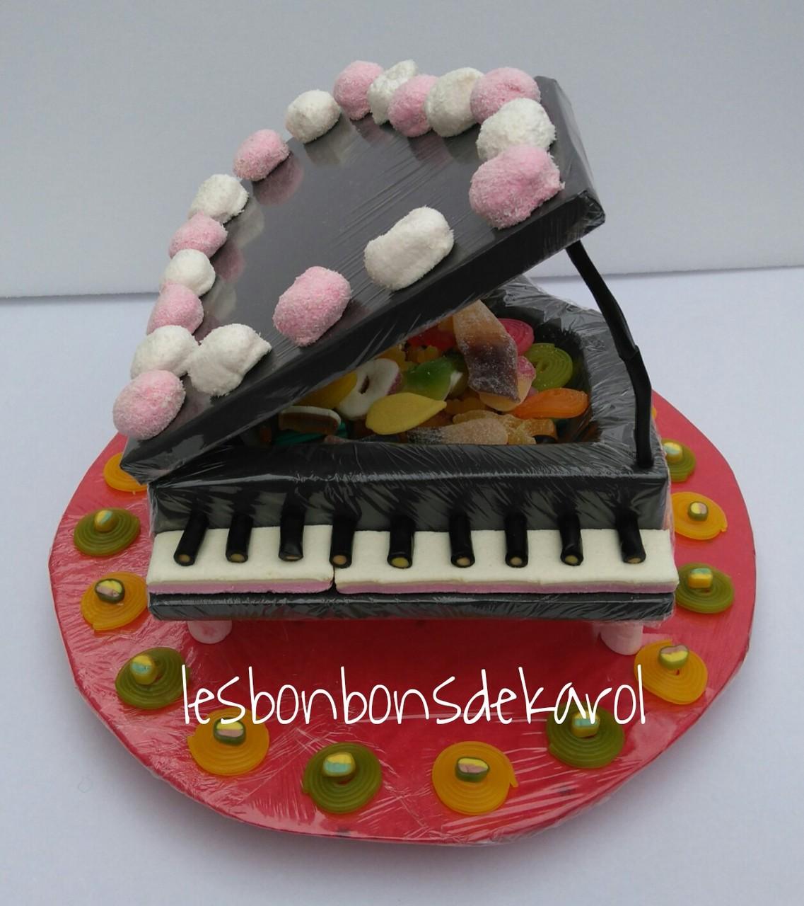 PIANO 50 € (1 kg et 218 bonbons - diam 45 cm)