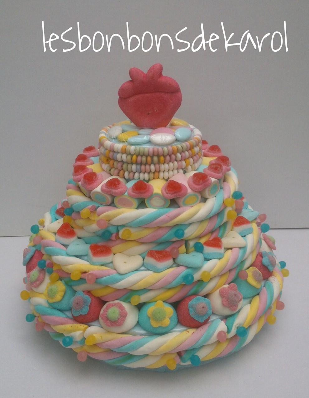 DOUCEUR 65 € (1470 gr et 169 bonbons + 8,5 m tresse + 4 colliers - diam. 38 ht 33 cm)