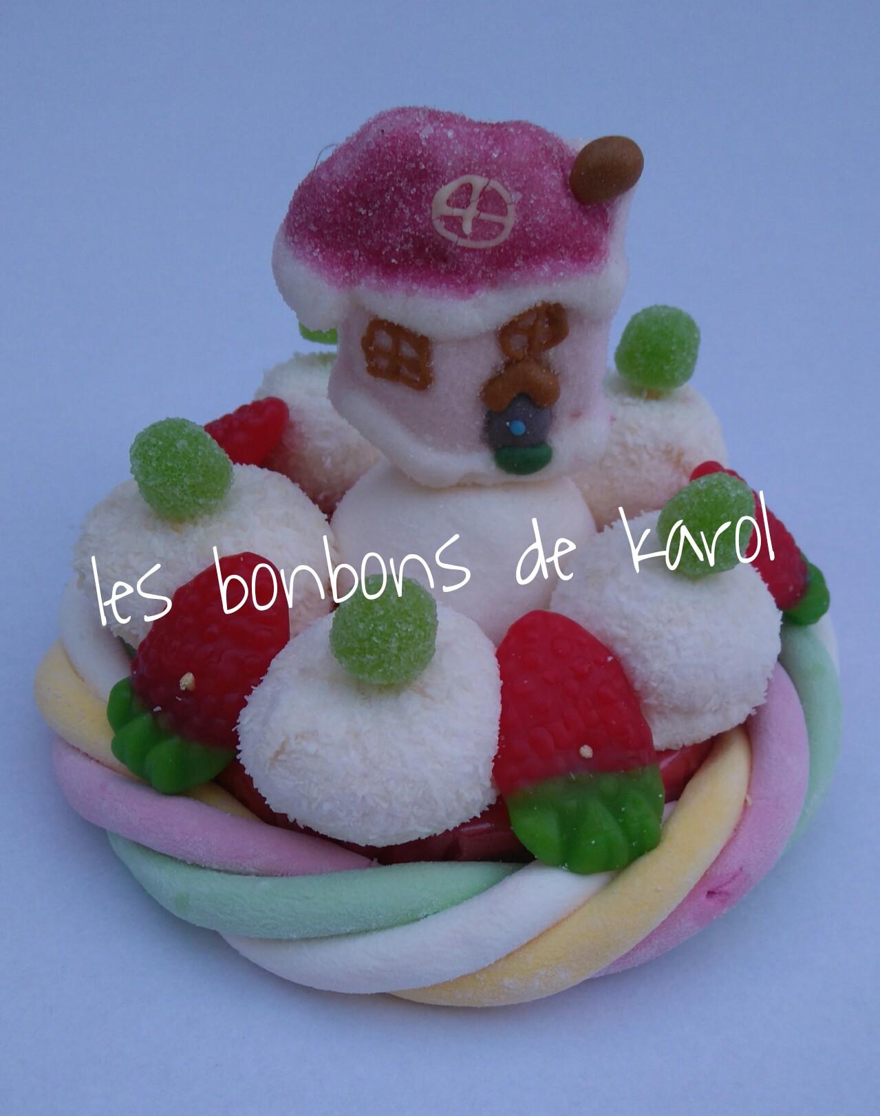 LA PETITE MAISON DU PERE NOEL 6 € (env. 128 gr et 16 bonbons + 1 maison + 1/2 tresse guimauve - diam. 9,5 cm)
