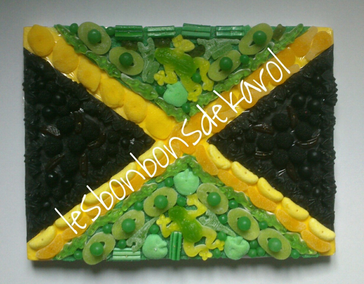 DRAPEAU JAMAIQUE 37 € (1230 gr et 217 bonbons - plaque 40x30 cm) ou version à 30 € (- de bonbons : pas de 1ère couche, même visuel)