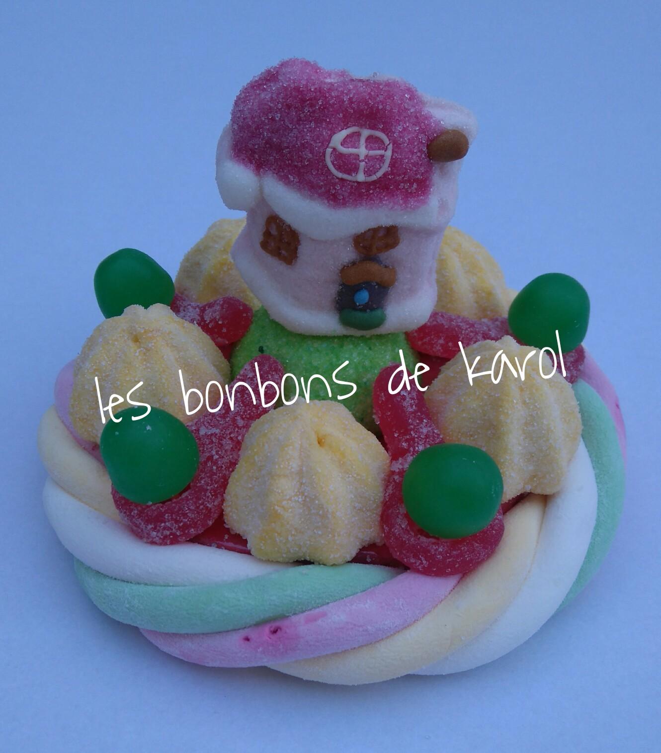 LA PETITE MAISON DU PERE NOEL 6 € (env. 143 gr et 16 bonbons + 1 maison + 1/2 tresse guimauve - diam. 9,5 cm)