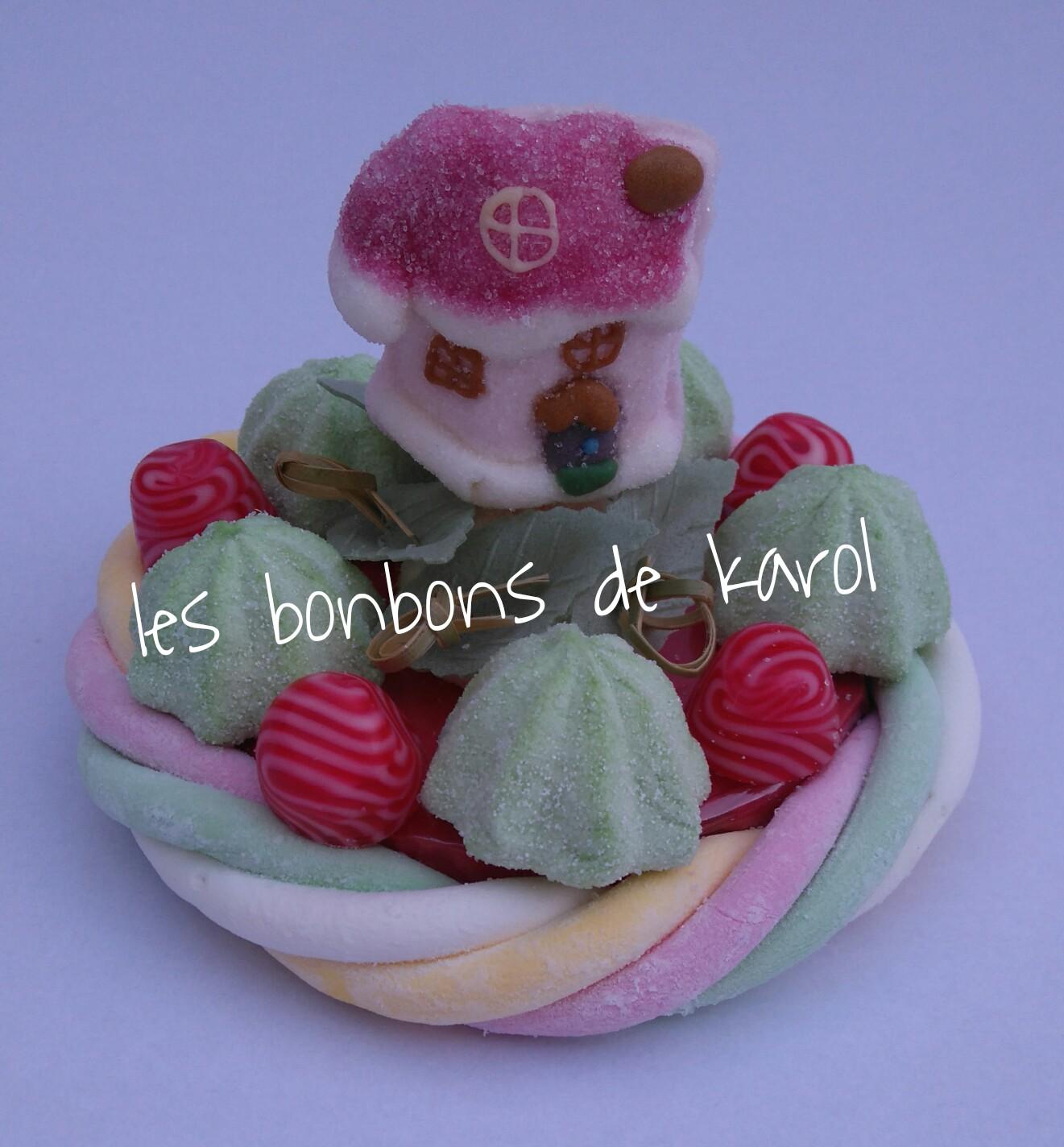 LA PETITE MAISON DU PERE NOEL 6 € (env. 120 gr et 16 bonbons + 1 maison + 1/2 tresse guimauve - diam. 9,5 cm)