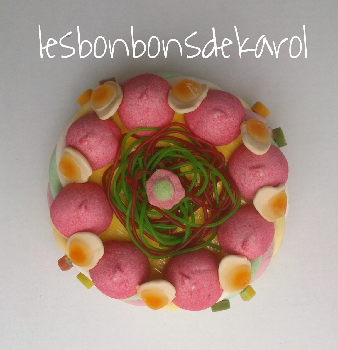 FRAISES au PRINTEMPS 12,50 € (225 gr et 35 bonbons + 1 tresse - diam 20 ht 8 cm)