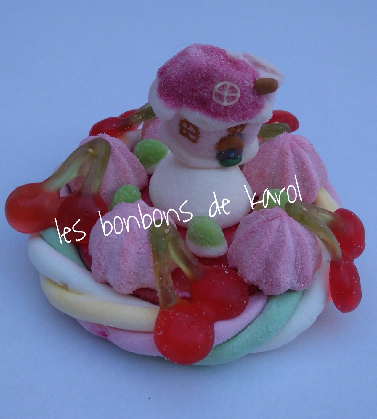 LA PETITE MAISON DU PERE NOEL 6 € (env. 147 gr et 16 bonbons + 1 maison + 1/2 tresse guimauve - diam. 9,5 cm)