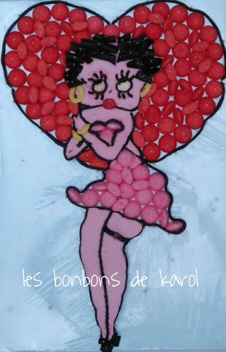 BETTY BOOP 35 € (690 gr et 122 bonbons + plaque lard guimauve - 34x50 cm)