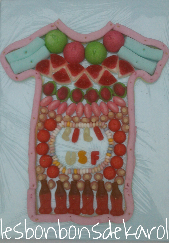 MAILLOT 18 € (env. 495 gr et 84 bonbons + 1 collier et 1,25 de guimauve lard - 44x32 cm)