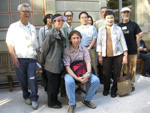 Künstler Vladimir Zuev mit einigen japanischen Fans