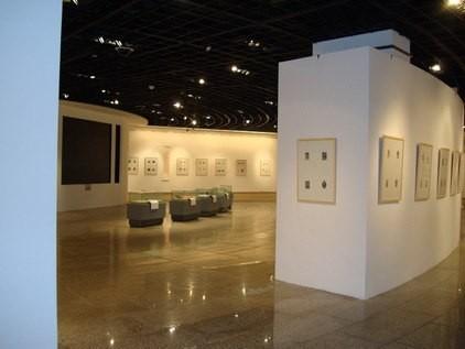 Exlibris-Ausstellung: In grosszügigen Räumen wurden Werke der letzten zwei Jahre gezeigt. Von 4675 eingereichten Werken aus 42 Ländern wurden 850 für die Ausstellung ausgewählt.