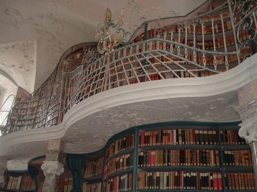Die Klosterbibliothek.