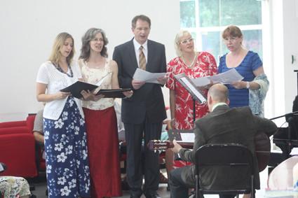 Für die musikalische Begleitung sorgte Hendrik Köhler mit dem DCGS Singkreis und Silence