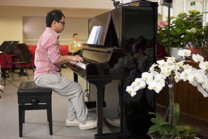 Li Kun am Klavier